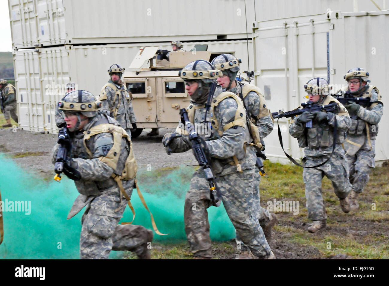 U.S. Army soldiers assigned to 4th Platoon, 527th Military Police ...