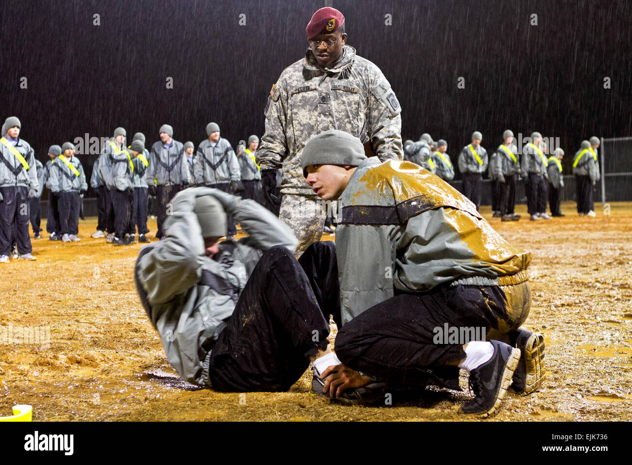 Apft stock photos apft stock images alamy sgt 1st class eric lloyd a paratrooper with 1st battalion 504th parachute infantry nvjuhfo Images