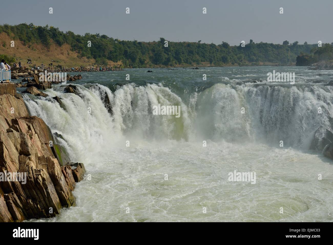 narmada river The narmada, the largest west flowing river of the peninsula, rises near  amarkantak range of mountains in madhya pradesh it is the fifth largest river in  the.