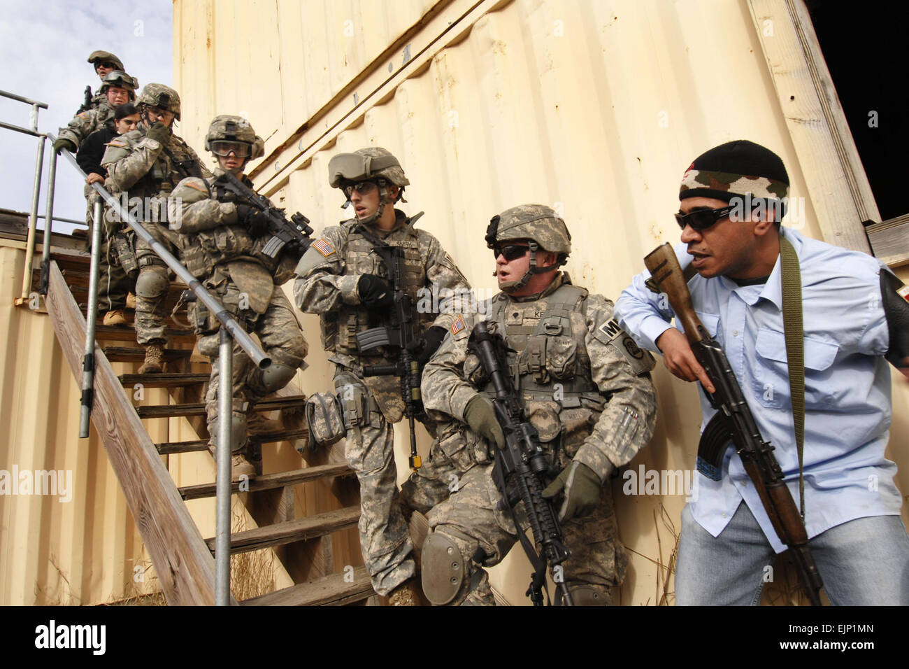 U.S. Army Soldiers from the 186th Military Police Company, Iowa ...