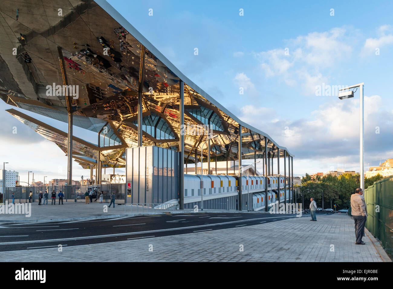 Perspective on slope of market canopy and street. Encants Bellcaire Flea Market Barcelona Spain. Architect b720 Fermín Vázque & Perspective on slope of market canopy and street. Encants ...