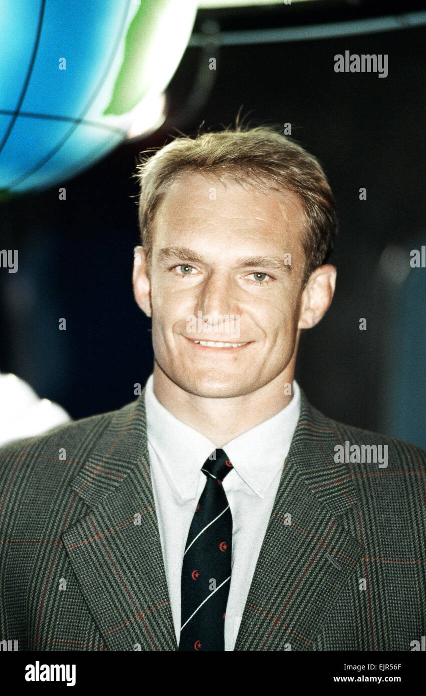 francois pienaar exsouth african rugby player signing