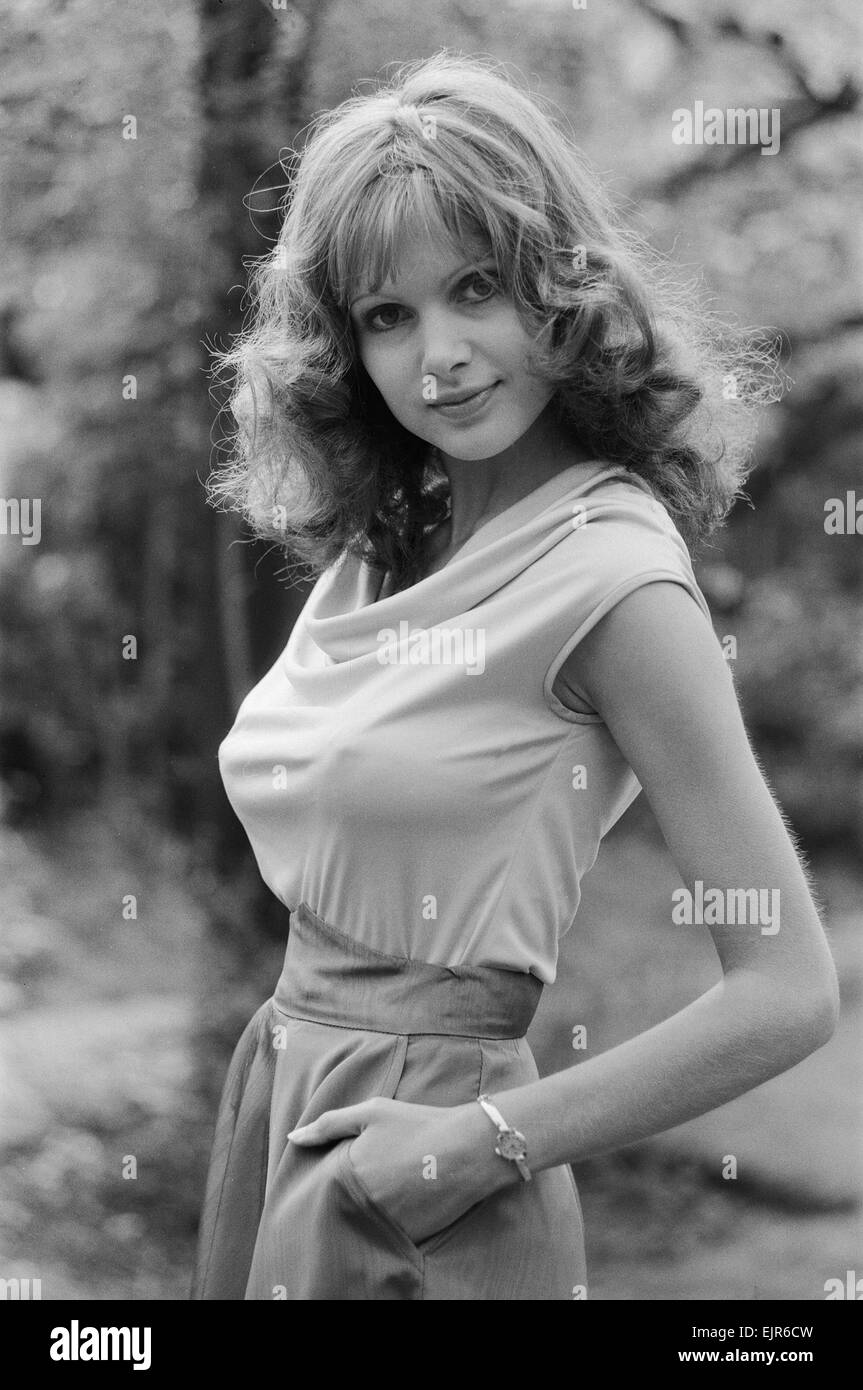 madeline smith actor nude