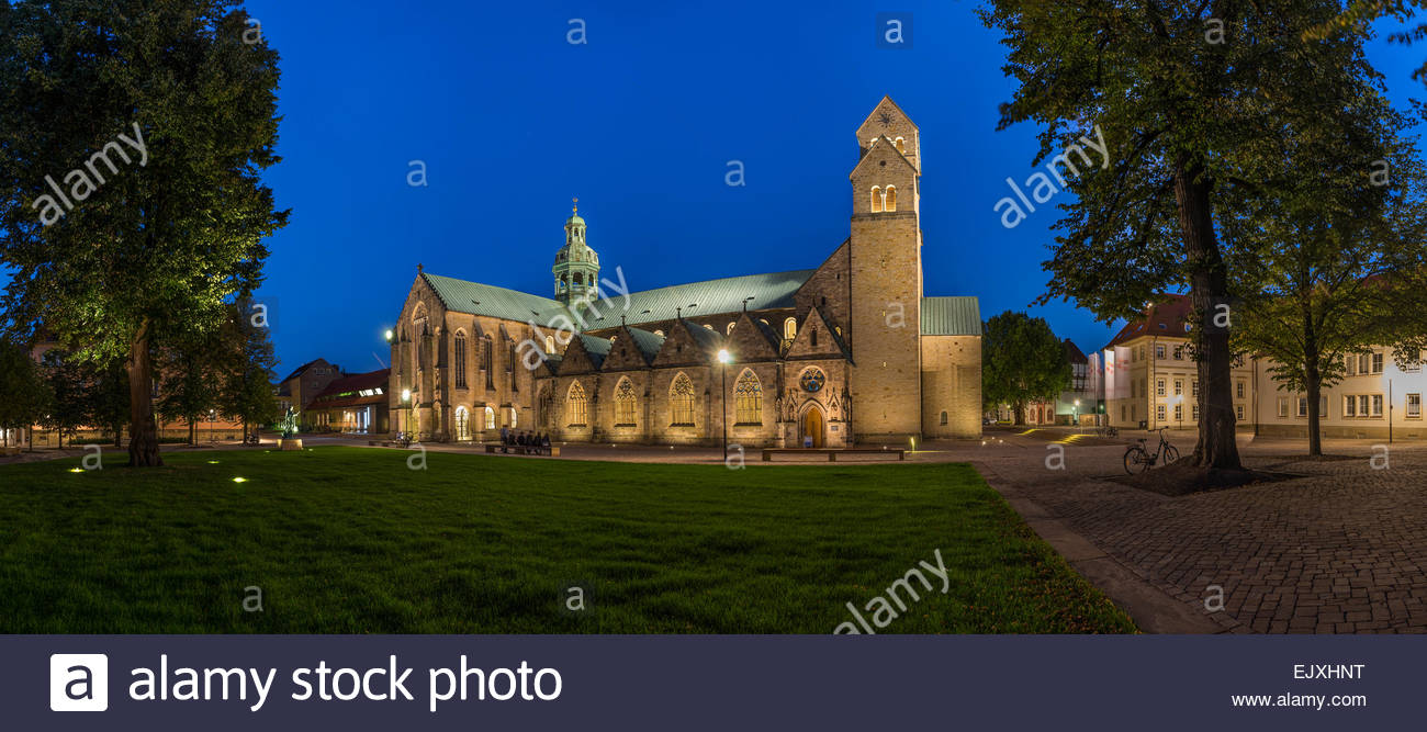 germany hildesheim cathedral at dusk stock photo. Black Bedroom Furniture Sets. Home Design Ideas