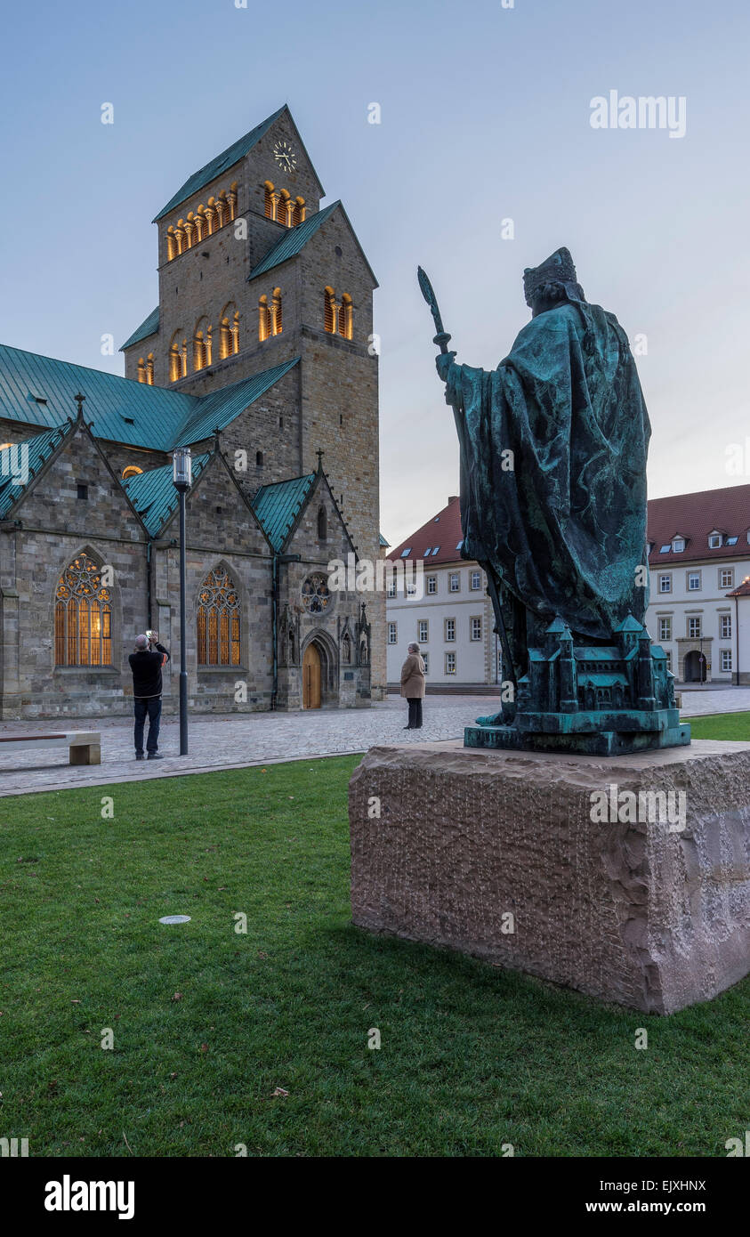 germany hildesheim cathedral with bernward monument at. Black Bedroom Furniture Sets. Home Design Ideas