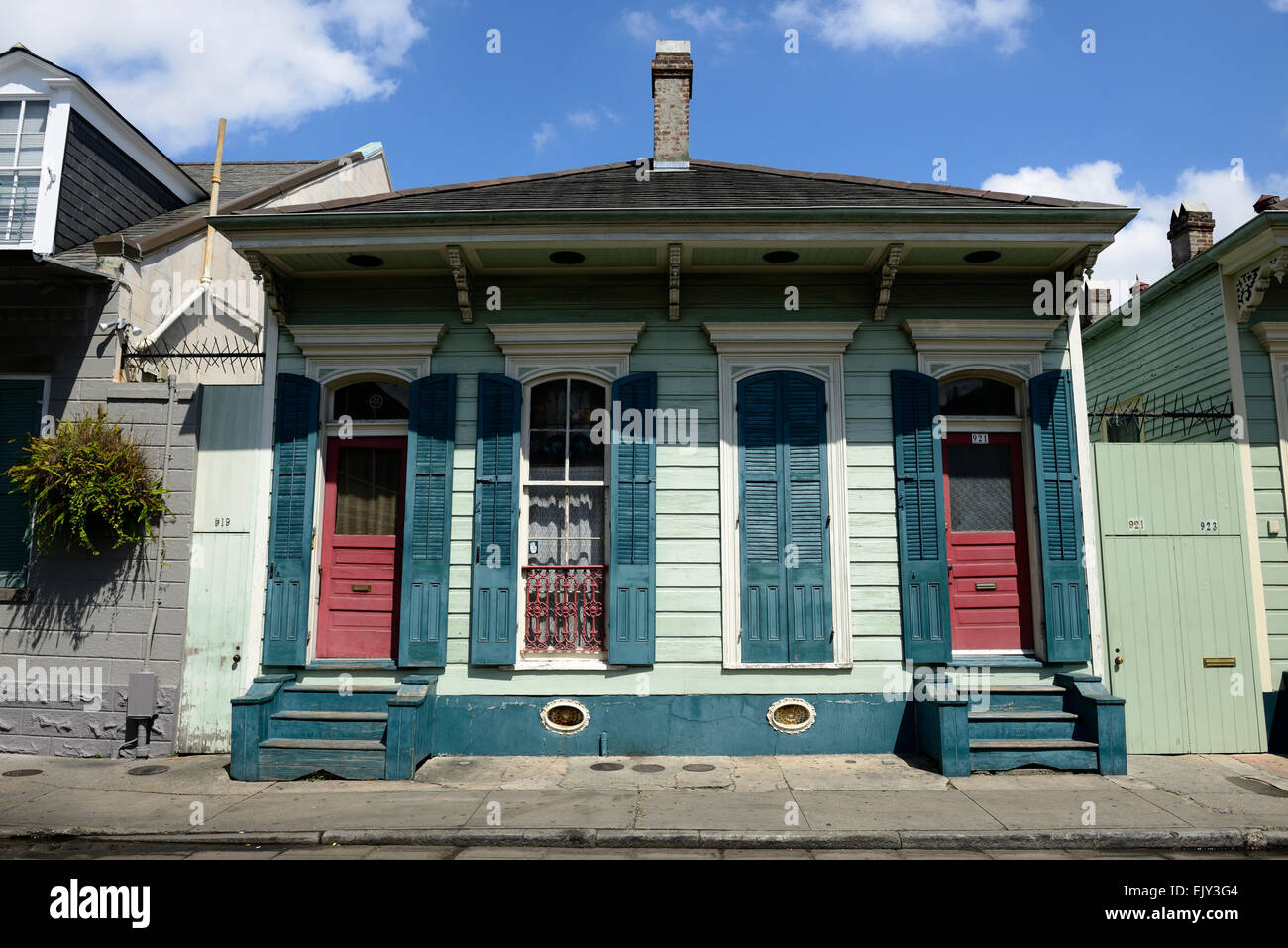 Old historic building home house homes houses french for New way of building houses