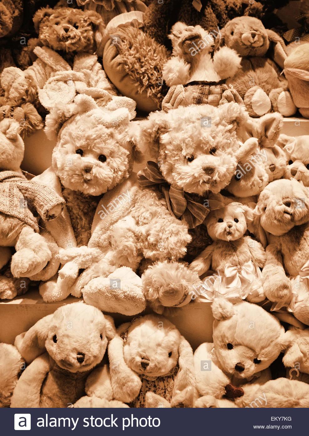 fluffy-teddy-bears-and-stuffed-toys-EKY7