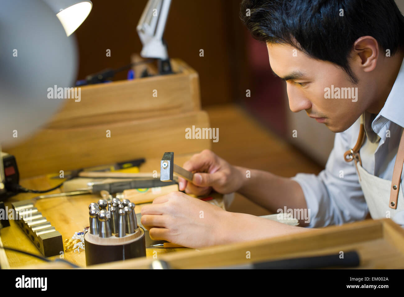 Male jeweler working in studio Stock Photo: 81134658 - Alamy