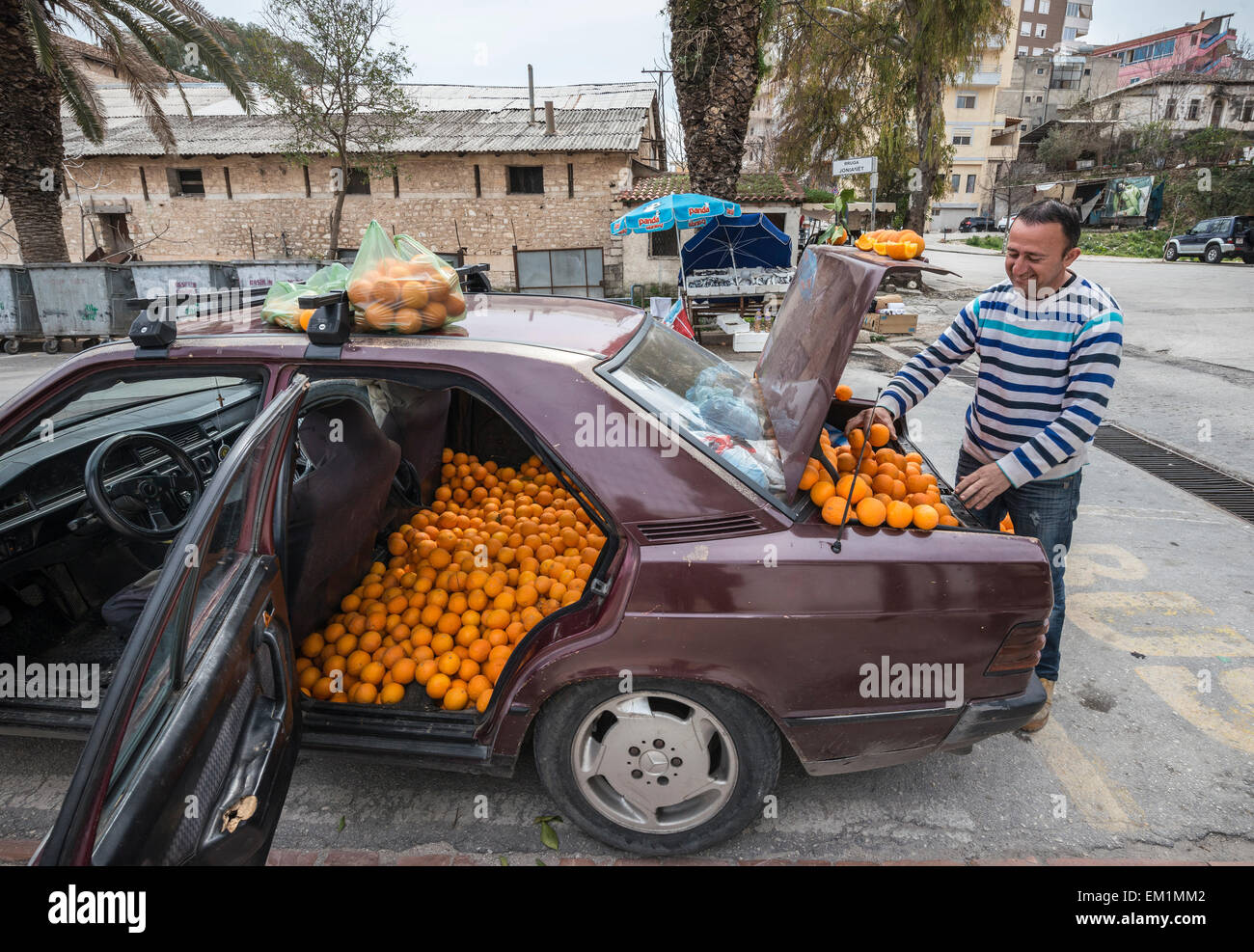 selling-oranges-from-the-back-of-a-merce