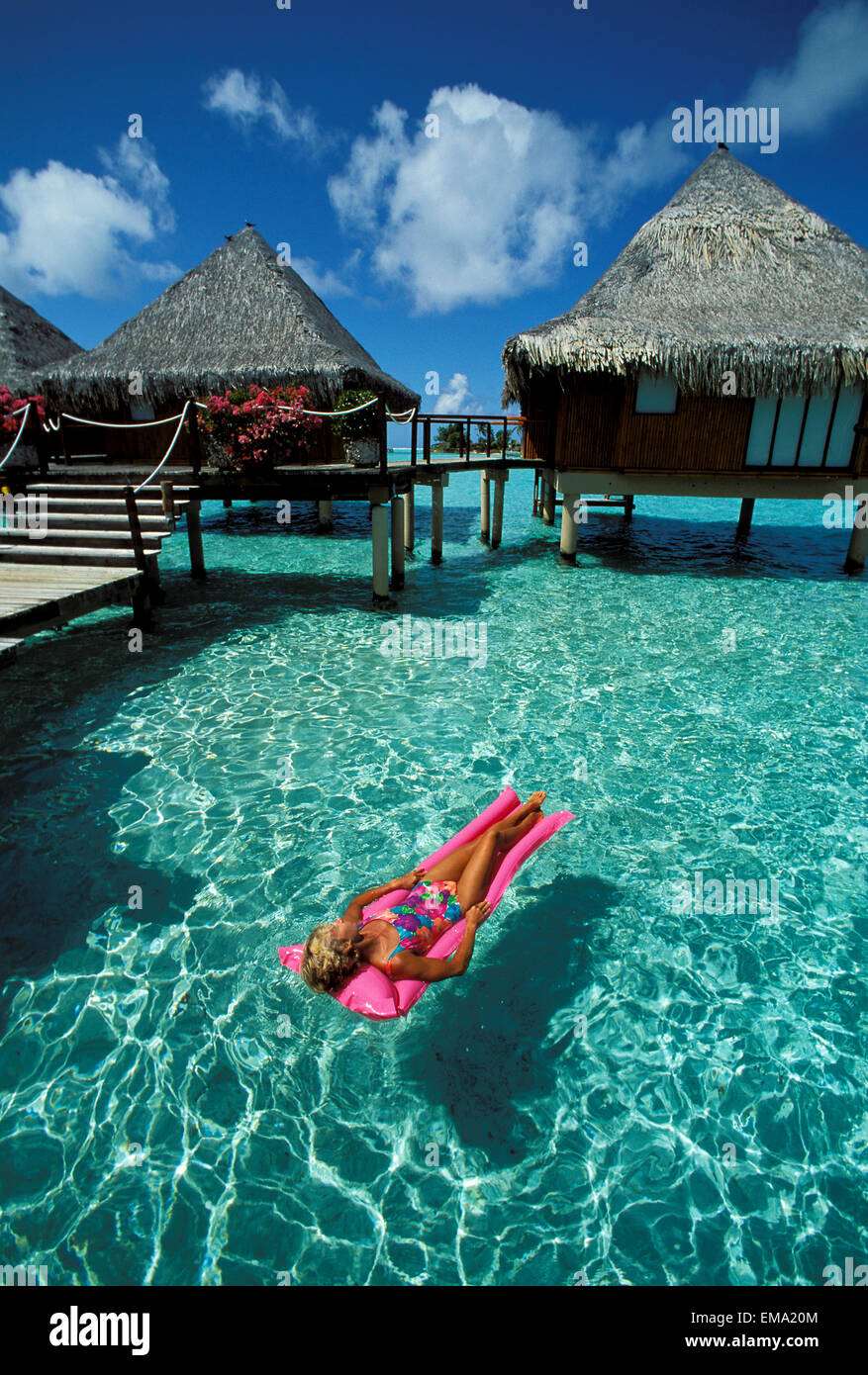 French polynesia bora bora hotel moana resort woman for What to buy in bora bora