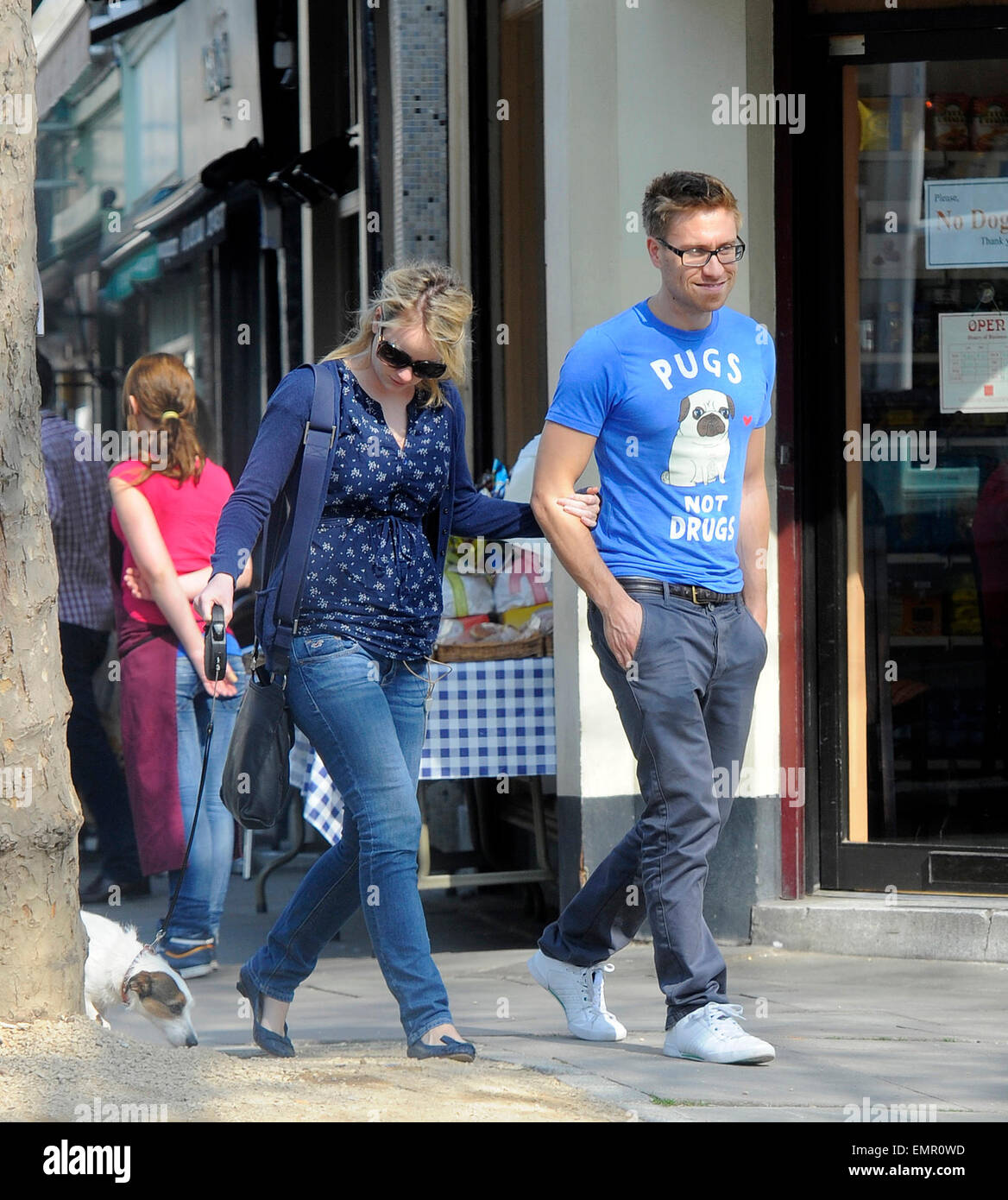 Sale News And Shopping Details March 2012: 24.MARCH.2012. LONDON FUNNY MAN RUSSELL HOWARD ENJOYS THE