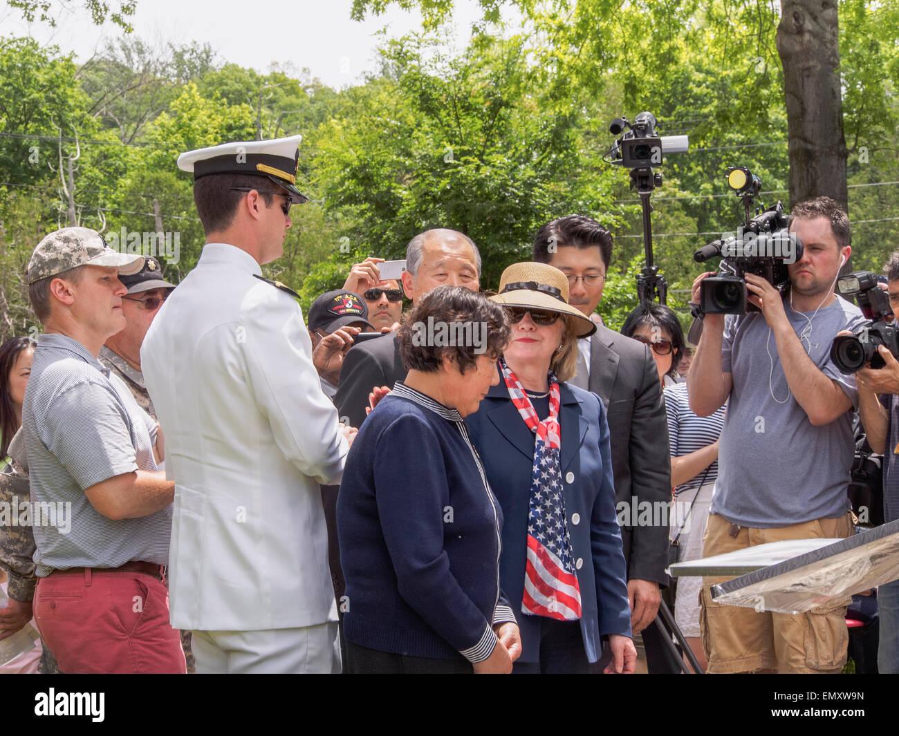 Chappaqua Ny May 26 Hillary Clinton Comforts Gold Star