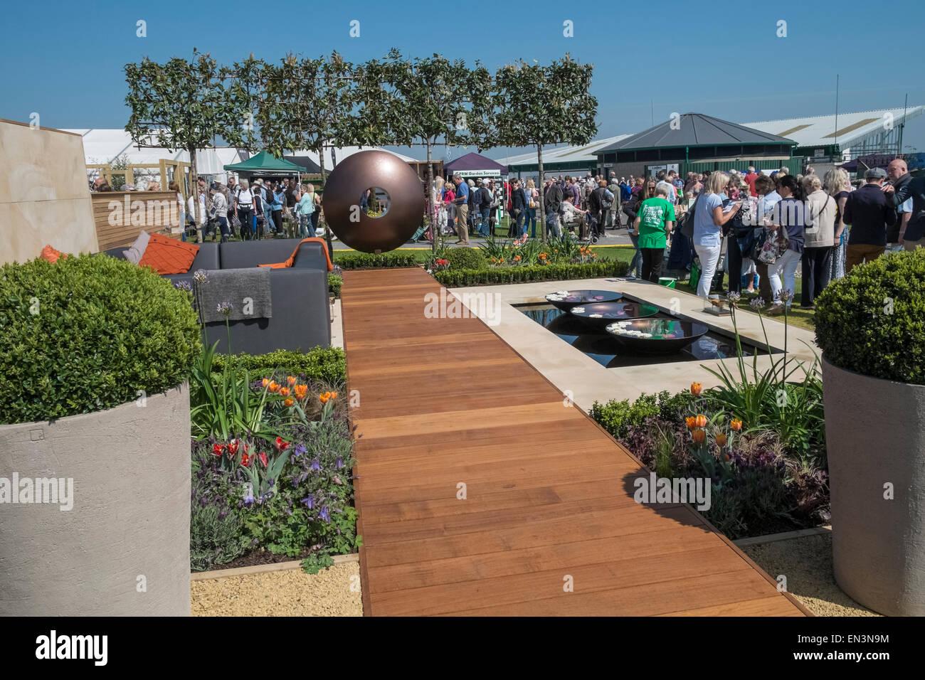 Modern garden design on display at harrogate spring flower for Garden design harrogate