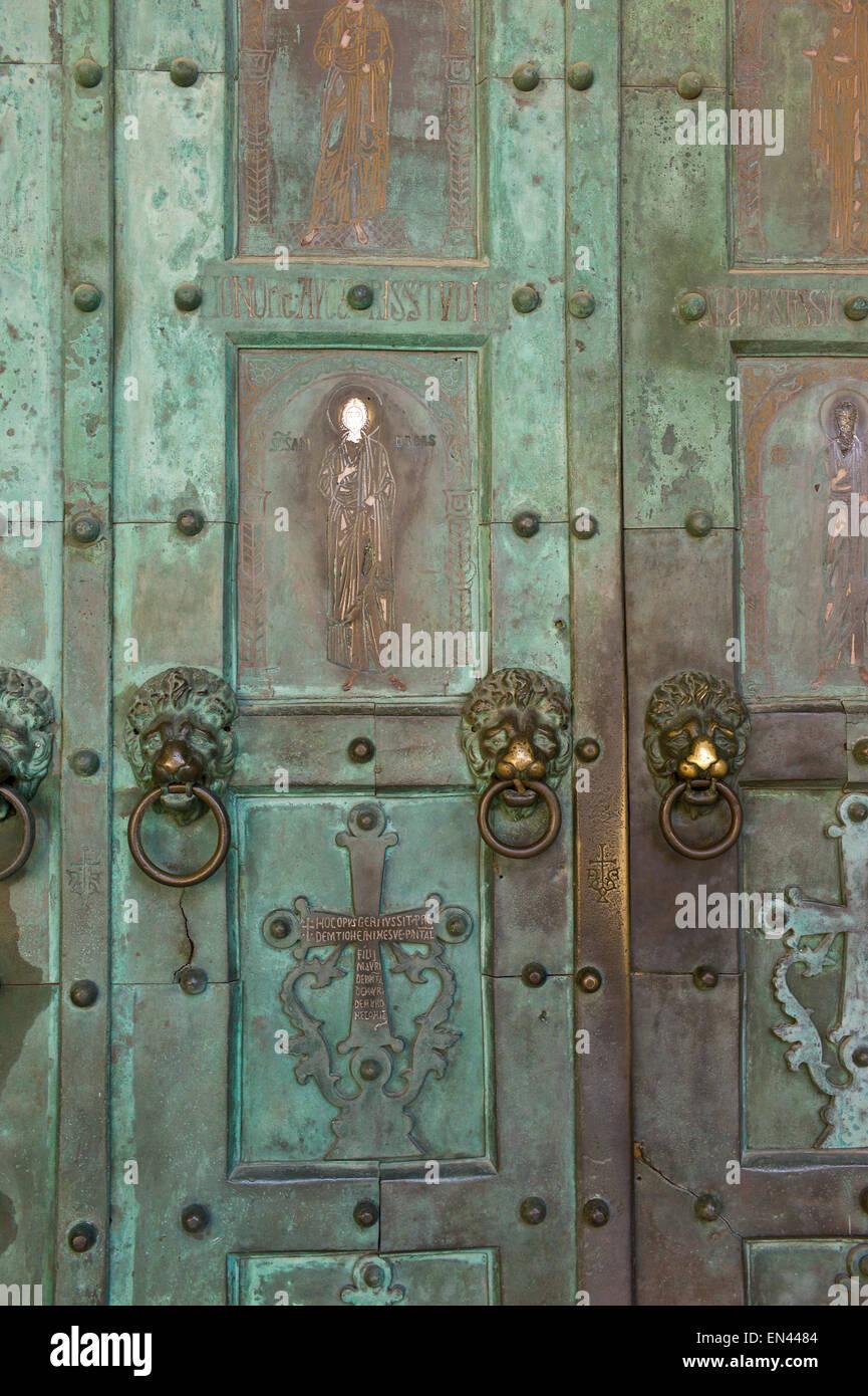 Bronze doors dating from 11th Century at the Duomo di Sant\u0027Andrea Cathedral of & Bronze Doors Stock Photos \u0026 Bronze Doors Stock Images - Alamy Pezcame.Com