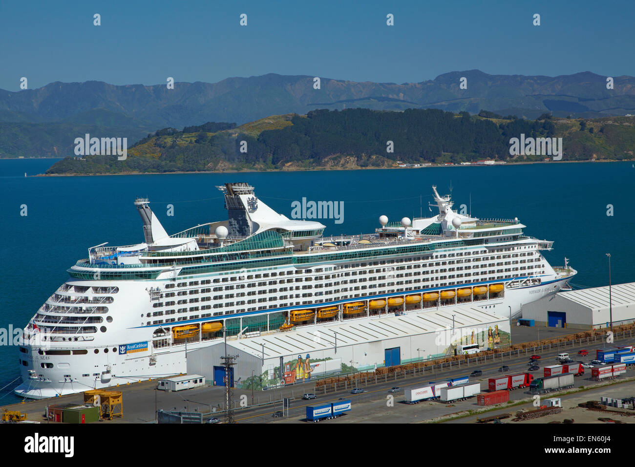 Voyager Of The Seas Cruise Ship Wellington North Island New Stock Photo R