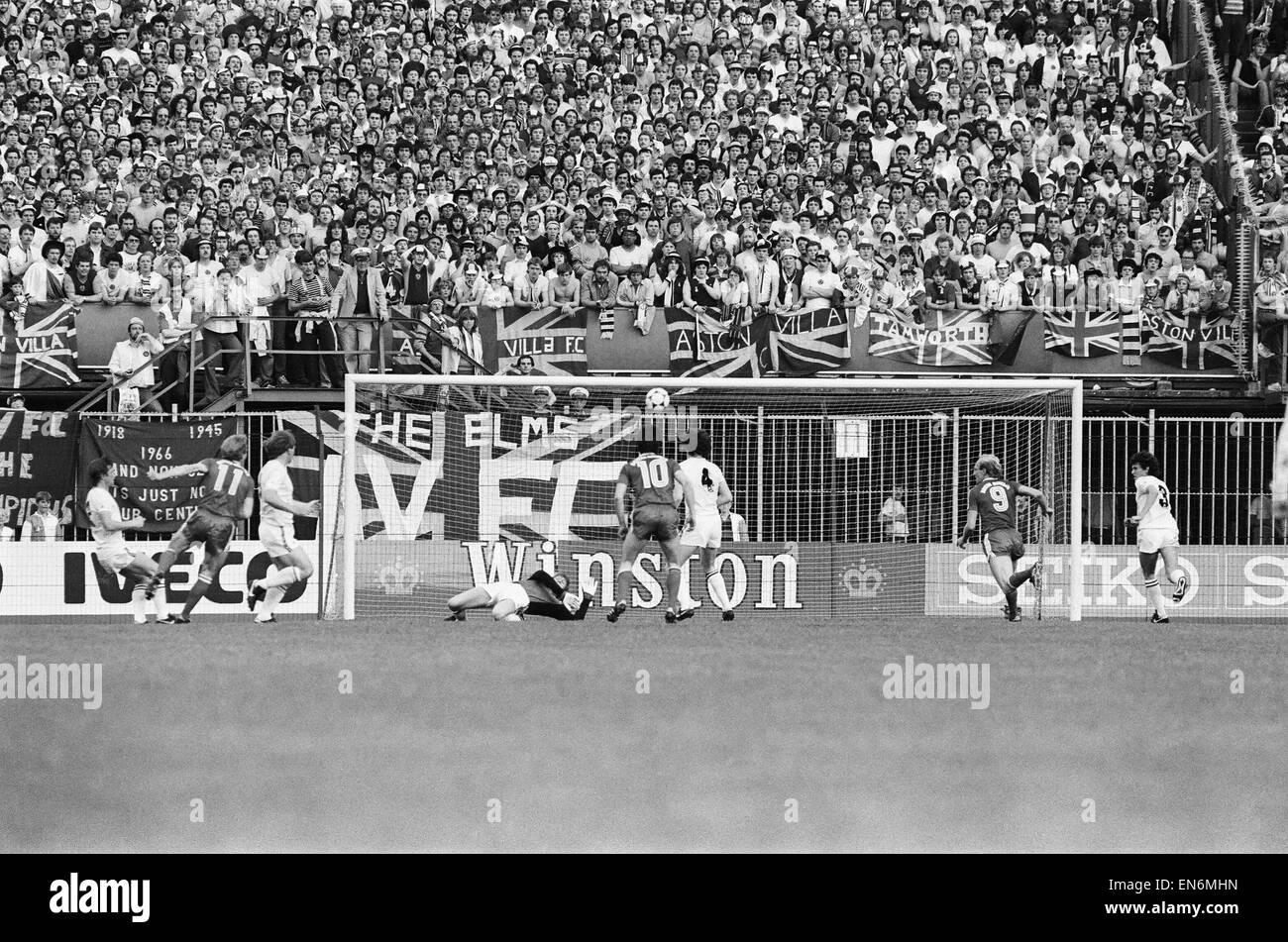 Johnny MacLeod Aston Villa FC footballer 1967 Stock Photo, Royalty ...