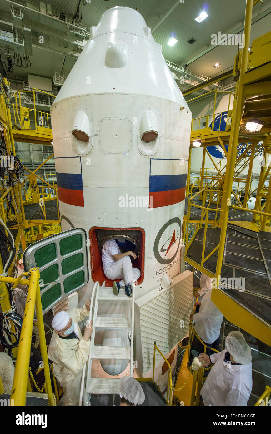 Soyouz-FG (Soyouz MS-07) - 17.12.2017 - Page 2 The-soyuz-tma-16m-spacecraft-and-fairing-are-seen-during-the-final-EN8GGE