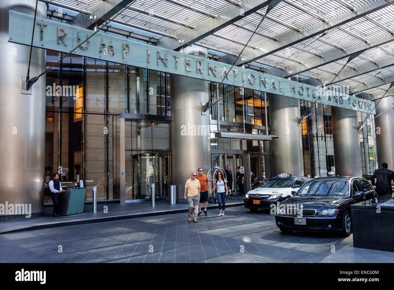 Chicago illinois downtown magnificent mile trump international hotel tower hotel luxury five star rating