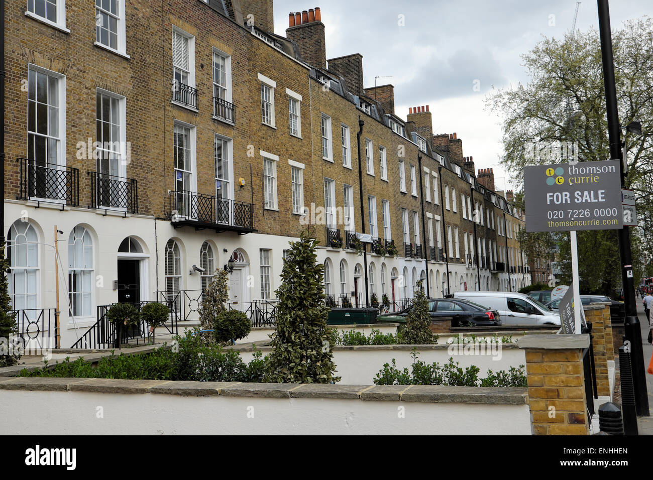 Row of refurbished victorian terraced houses flats for for Row houses for sale