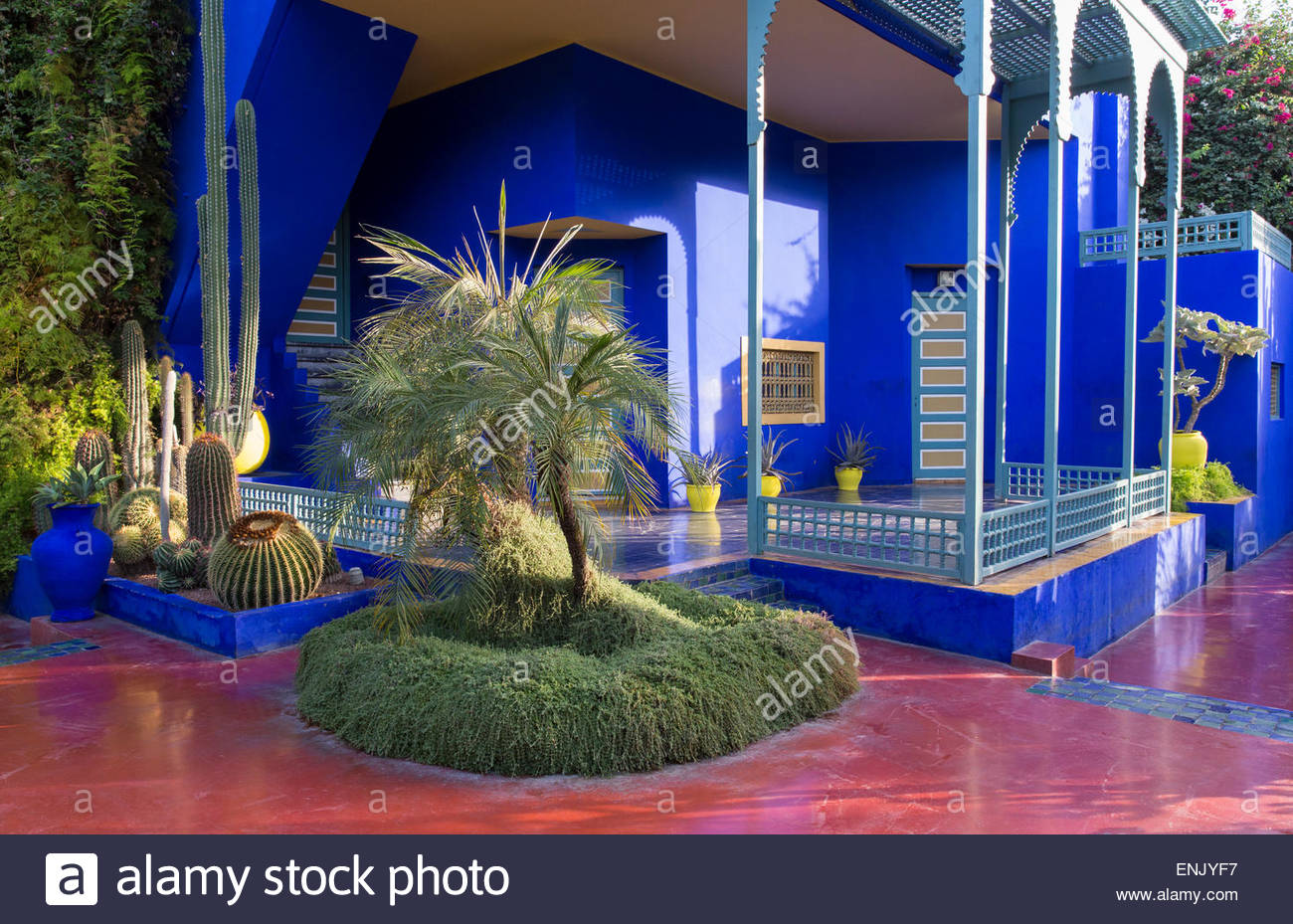 Jardin majorelle owned by yves st laurent marrakech for Jardin yves saint laurent