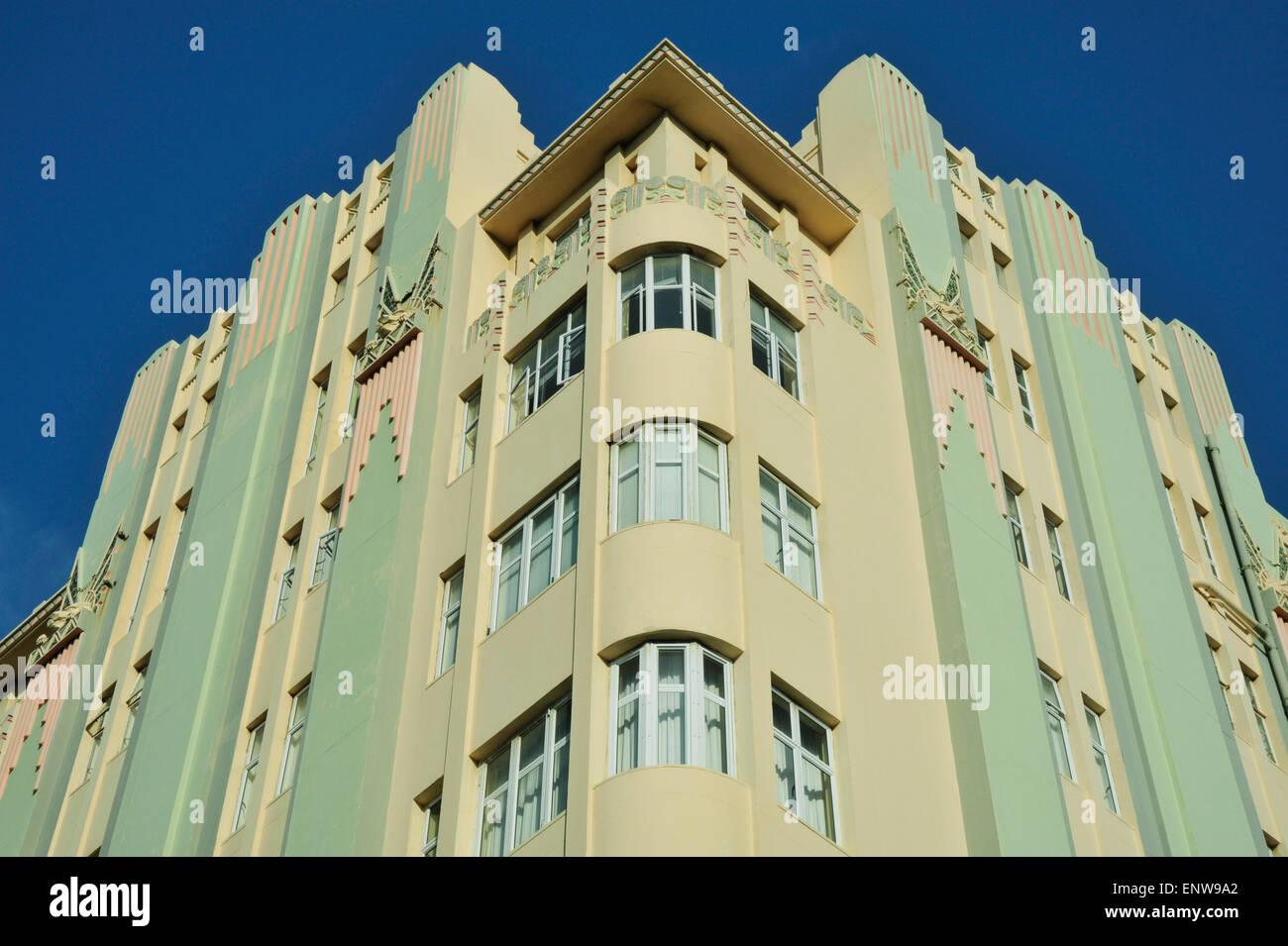 Architecture detail of surrey mansions landmark art deco for Art deco architectural details