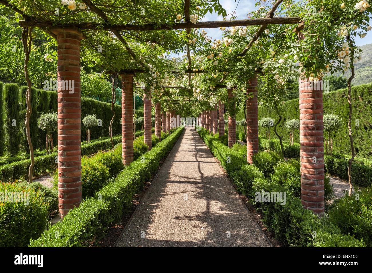Image Gallery italian garden pergolas
