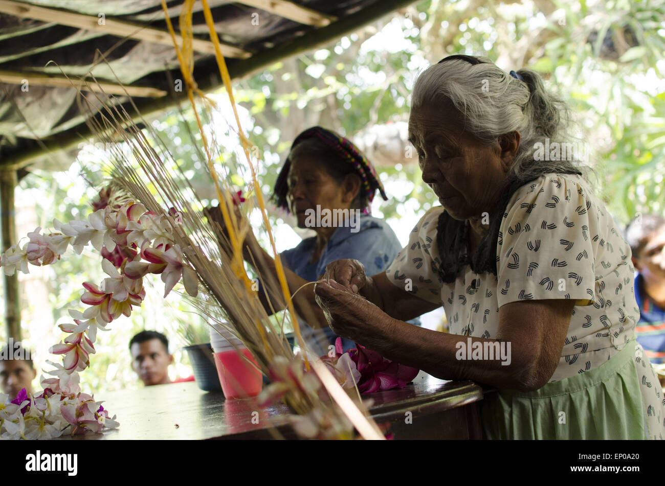 Panchimalco san salvador el salvador 10th may 2015 women use panchimalco san salvador el salvador 10th may 2015 women use flowers to decorate palm branches in preparation for a catholic procession sciox Gallery