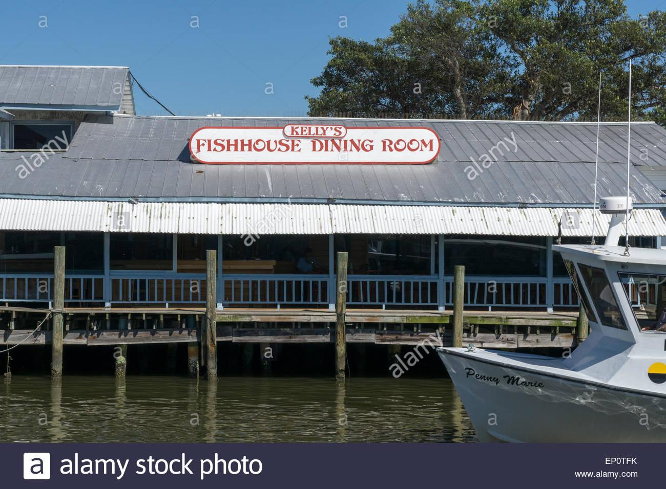 Kelly 39 s fishhouse restaurant on the gordon river in naples for Fish restaurant naples