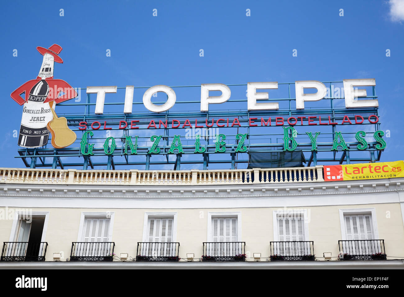 Tio pepe sign in sol square puerta del sol madrid spain for Tio pepe madrid puerta del sol