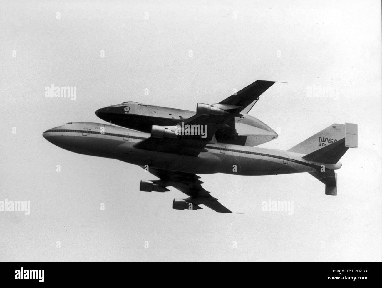 Space Shuttle Enterprise, piggy back on a NASA 747 Jumbo ...
