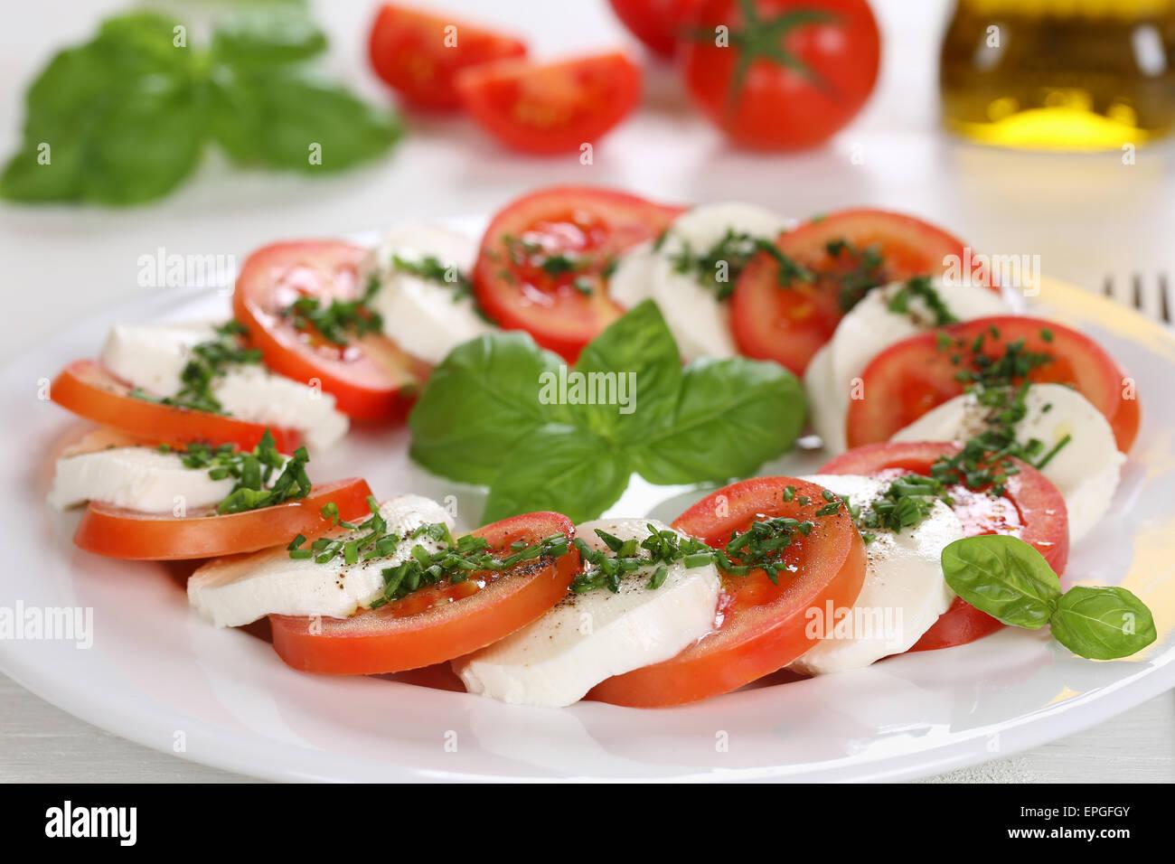 Caprese Salat Mit Tomaten Und Mozzarella Kse Auf Teller