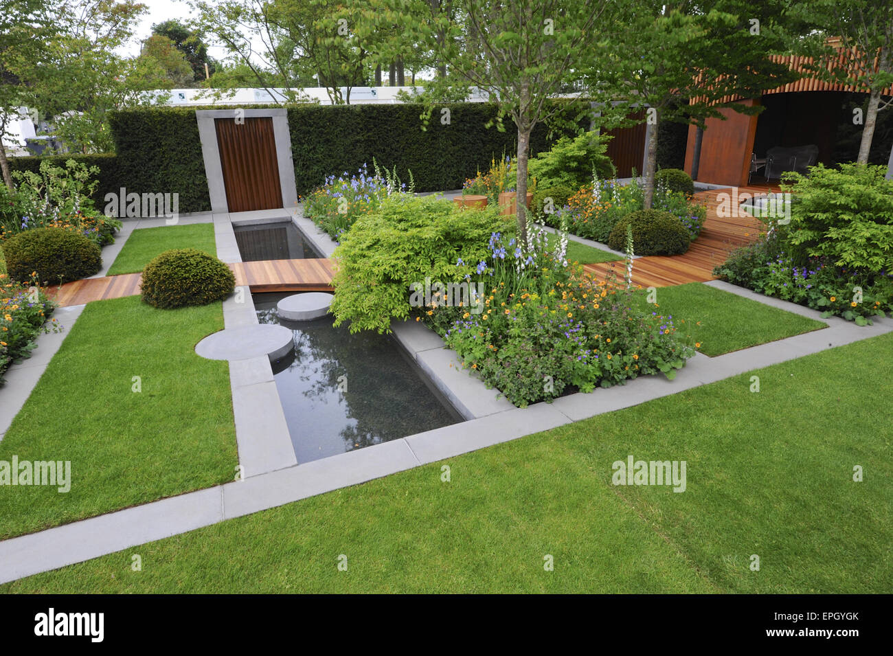 London uk 18th may 2015 the homebase urban retreat for Garden decking homebase