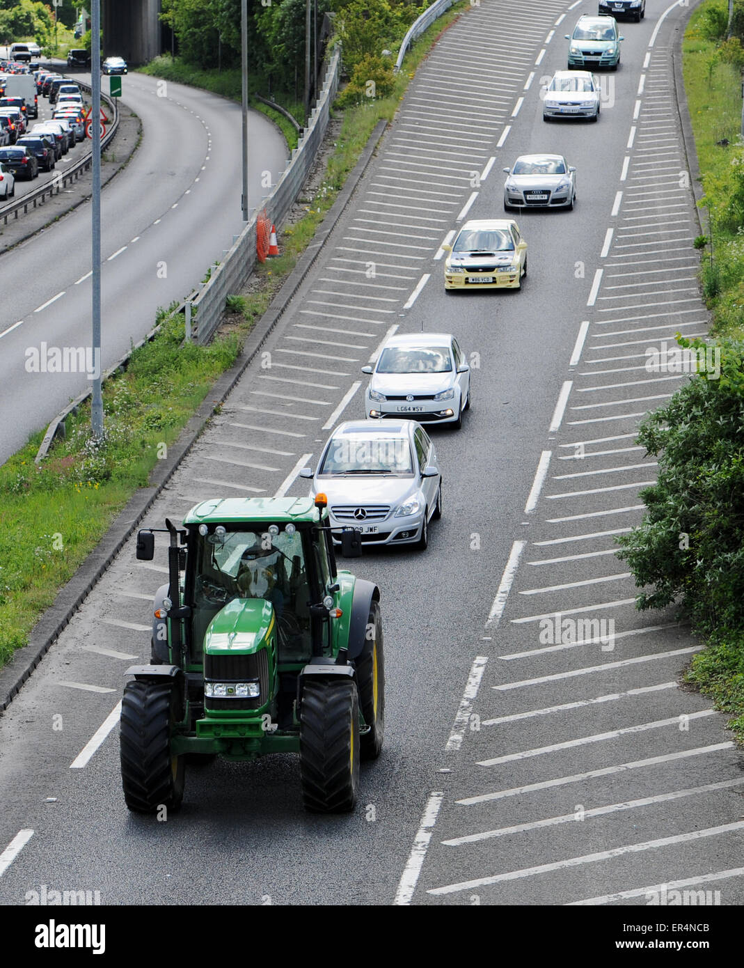 Big Slow Moving Tractor Sign : Slow moving farm tractor causes traffic congestion with