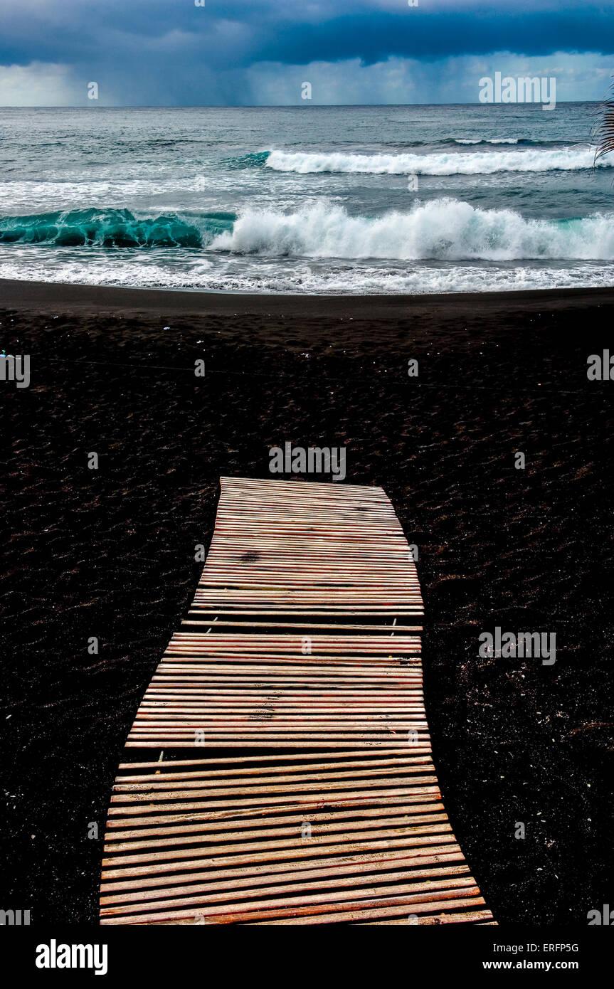 Playa jardin beach at puerto de la cruz tenerife canary - Playa jardin puerto de la cruz tenerife ...