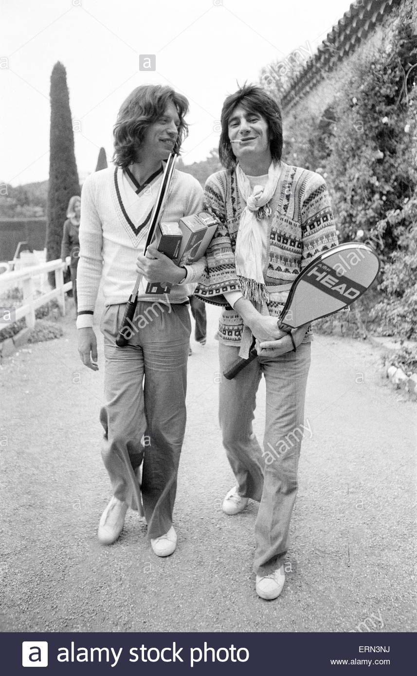 mick jagger and ron wood takes time out to relax in the south of stock photo 83442510 alamy. Black Bedroom Furniture Sets. Home Design Ideas