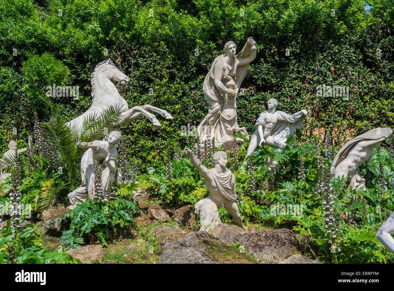 villa medici aschheim statues in the garden of villa medici rome italy stock photo. Black Bedroom Furniture Sets. Home Design Ideas