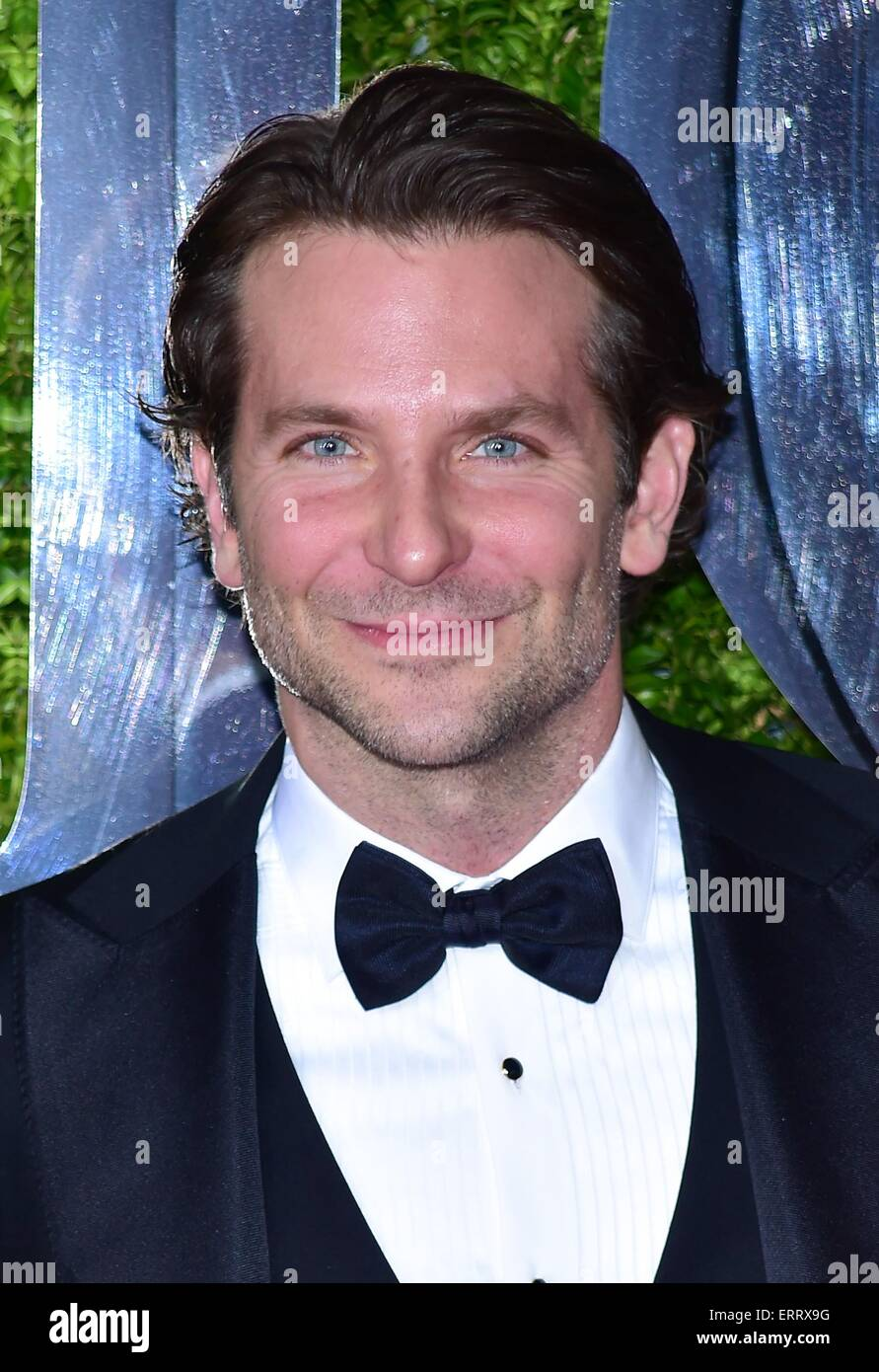 New York, NY, USA. 7th June, 2015. Bradley Cooper at arrivals for The 69th Annual Tony Awards 2015, Radio City Music Hall, New York, NY June 7, 2015. - new-york-ny-usa-7th-june-2015-bradley-cooper-at-arrivals-for-the-69th-ERRX9G