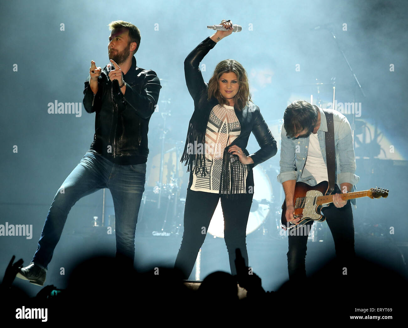 Lady Antebellum, David Nail, and Maddie & Tae Perform at Downtown ...