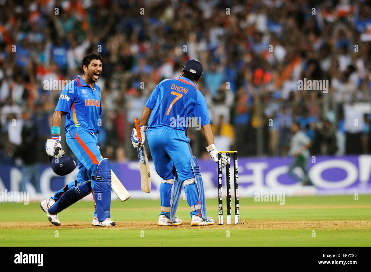 Indian Cricket Team Batsman Yuvraj Singh: Indian Cricket Captain Mahendra Singh Dhoni R And Team