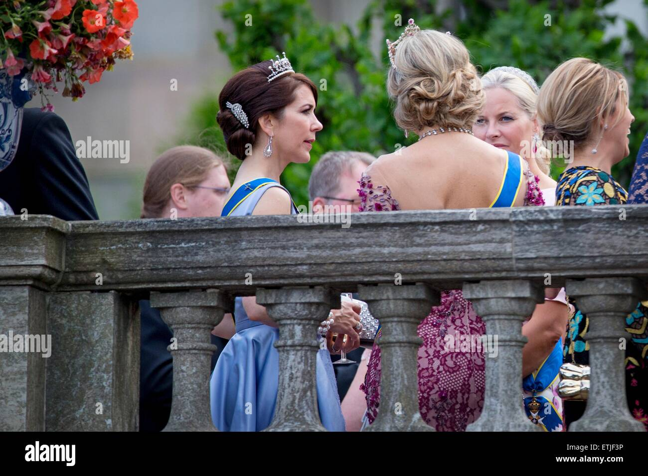 queen-maxima-c-of-the-netherlands-crown-princess-mary-2nd-l-of-denmark-ETJF3P.jpg