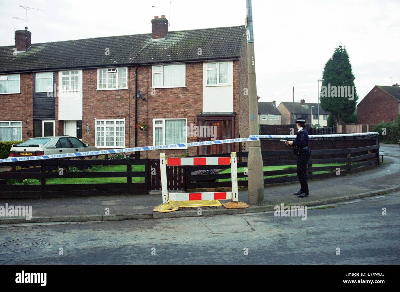 House with green roof coventry - The Scene At Yewdale Crescent Potters Green Coventry Three People Were Found Dead