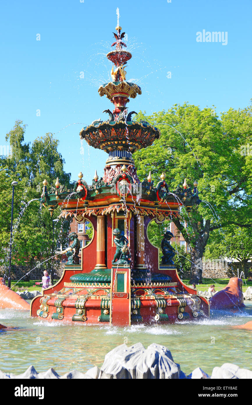 Restored Victorian Fountain In Fountain Gardens In Paisley Renfrewshire  Scotland   Stock Image