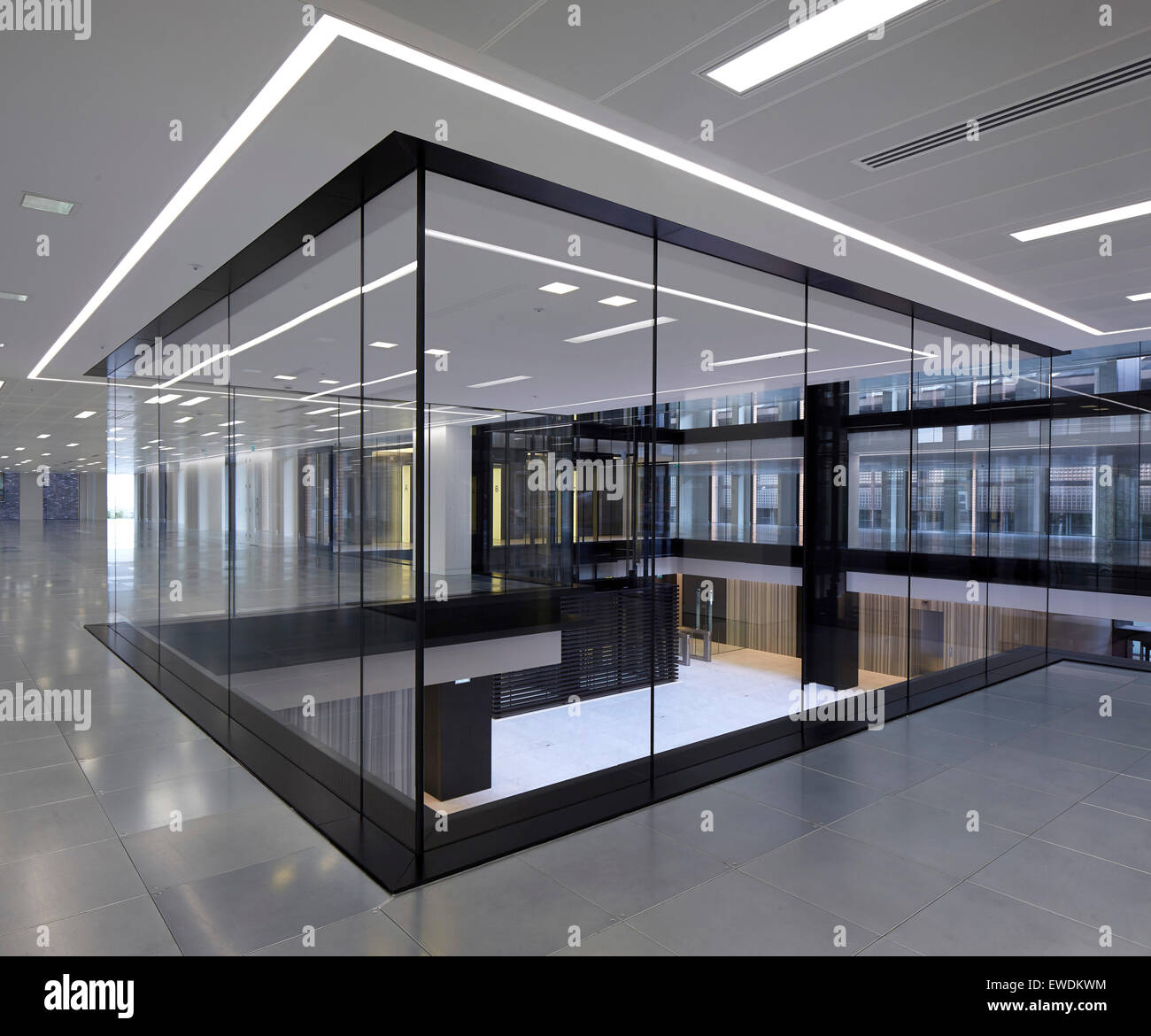Interior view on 1st floor 6 pancras square london for Square office design