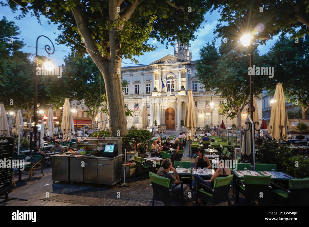 Hotel de ville street cafes place de la horloge avignon for Hotel avignon piscine
