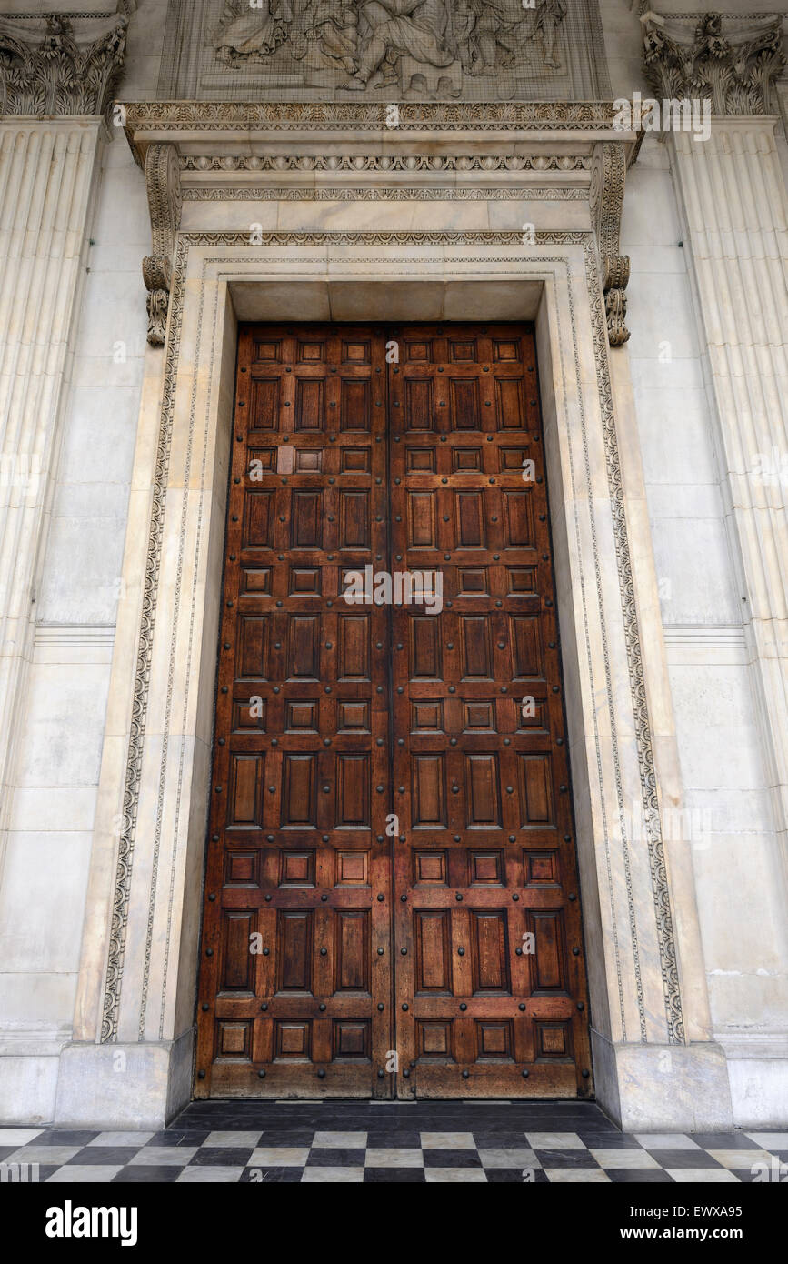 Entrance Door to St Paulu0027s Cathedral London UK & Entrance Door to St Paulu0027s Cathedral London UK Stock Photo ... pezcame.com