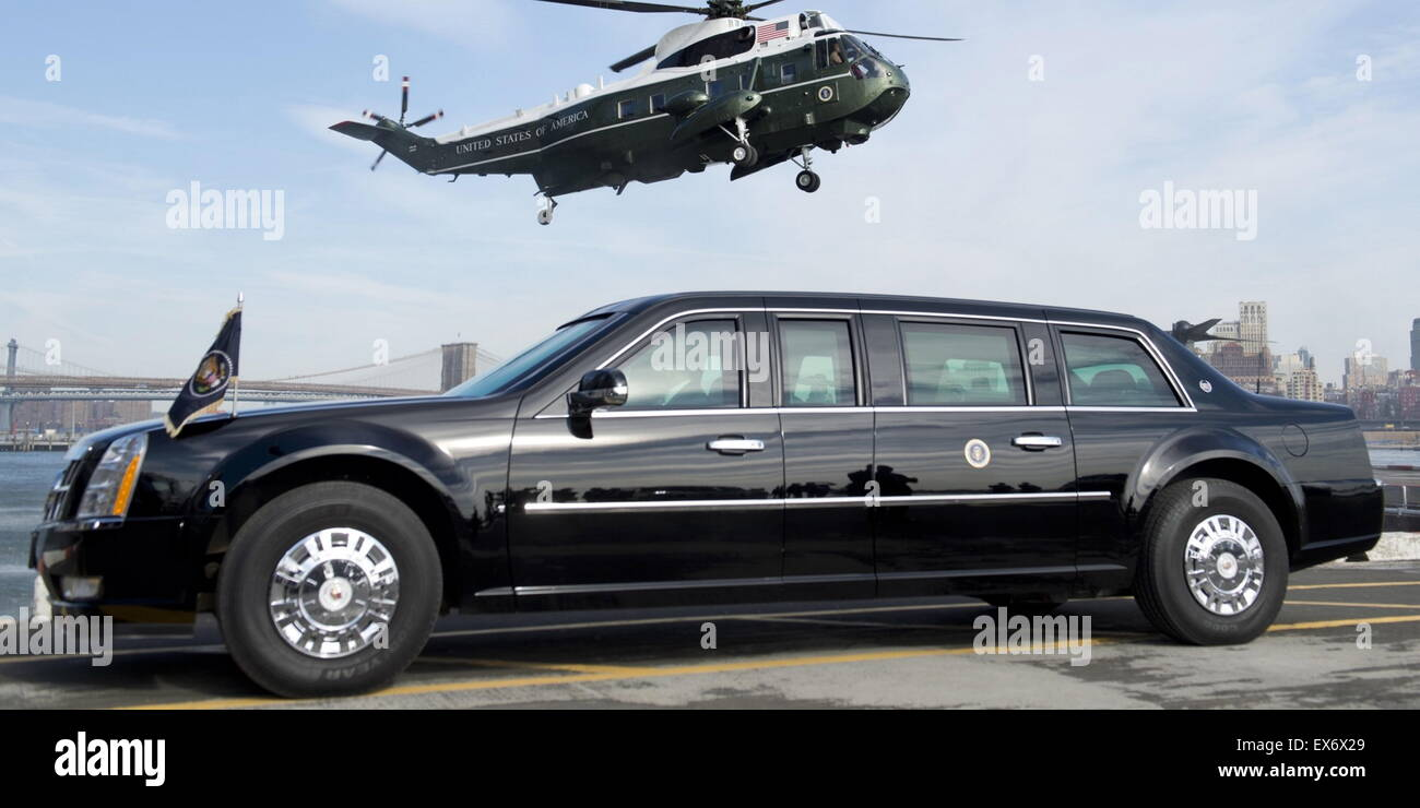 armoured limousine and marine one helicopter of the us president stock image