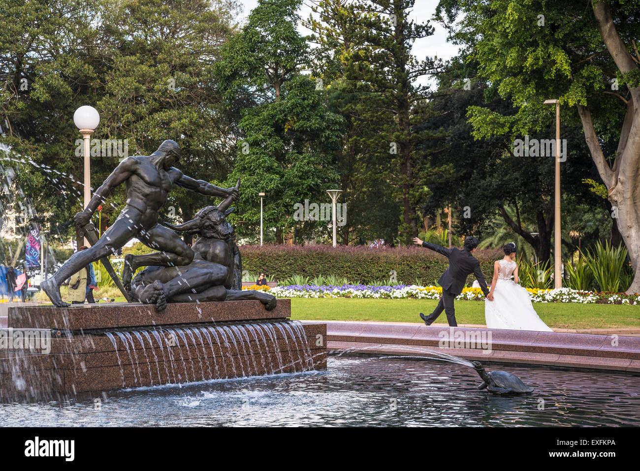 Water fountains hyde park - Archibald Fountain Hyde Park Wedding Couple Sydney Australia
