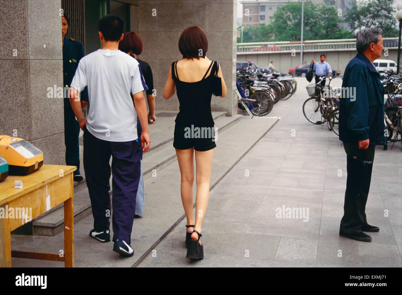 how to walk long distances in heels