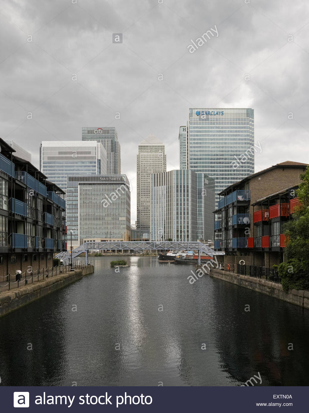 view-of-canary-wharf-estate-from-blackwa