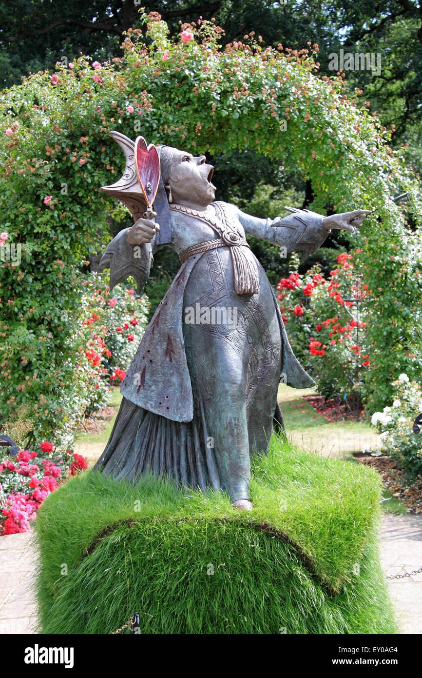 Red queen sculpture royal horticultural society - Alice in wonderland garden statues ...